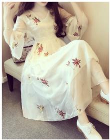 2018复古刺绣中长款大摆连衣裙女甜美V领气质系带七分喇叭袖
