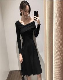 2018春装性感V领修身露肩连衣显瘦高腰针织长袖小黑裙女装