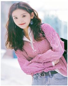 2018学生宽撞色连帽假两件红色条纹单排拼接女外套