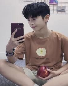 2018夏装男港风运动纯棉纯色水果印花刺绣短袖T恤
