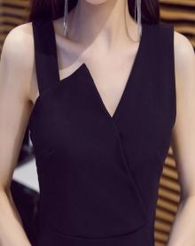 性感无袖连衣裙女夏时尚吊带裙气质修身打底a字裙v领赫本风小黑裙