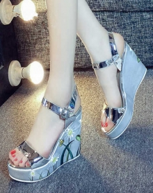 【歌牧夕羊】凉鞋坡跟花朵一字带高跟厚底鱼嘴粗跟百搭夏天女鞋子