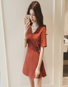 女夏裙子2018新款休闲韩版chic风高腰显瘦小个子短裙V领a字连衣裙