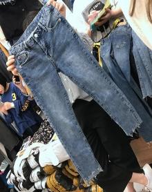 胖MM修身显瘦弹力九分裤200斤大码高腰不规则开叉女牛仔裤